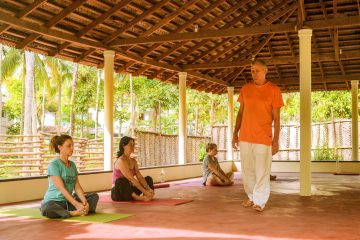 Hari , teacher, founder sharanagati Yogahaus during class with yoga students